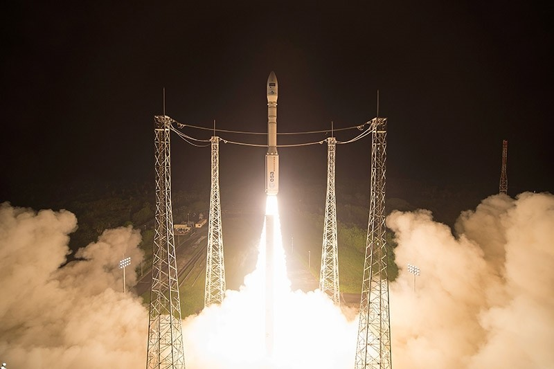 This handout picture taken and released by ESA shows a Vega launcher carrying the Sentinel-2B satellite lifting off from Europeu2019s Spaceport in Kourou, French Guiana on March 7, 2017. (AFP Photo)