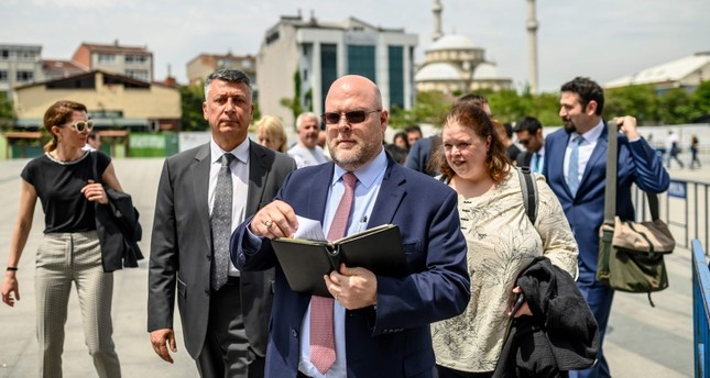 US charge d'affaires Jeffrey Hovenier (L) leaves the Çağlayan Courthouse on May 15, 2019, in Istanbul, after US consular staffer Metin Topuz was ordered to remain in custody after the latest hearing in his trial on espionage charges. (AFP Photo)