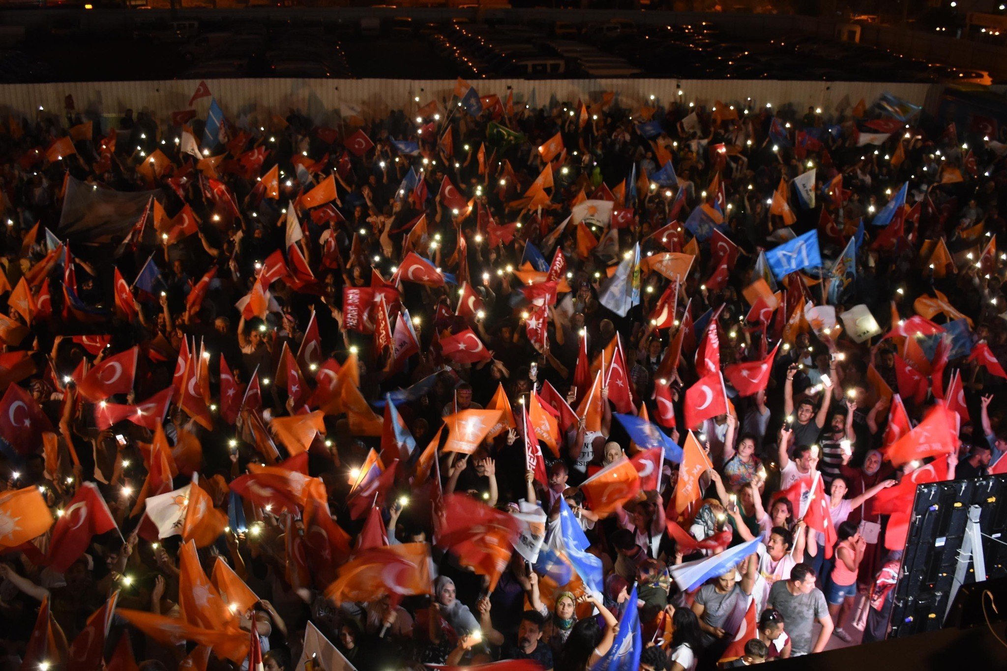 AK Party supporters wave flags in front of the partyu2019s headquarters in u0130zmir following the presidential and parliamentary elections, June 24.