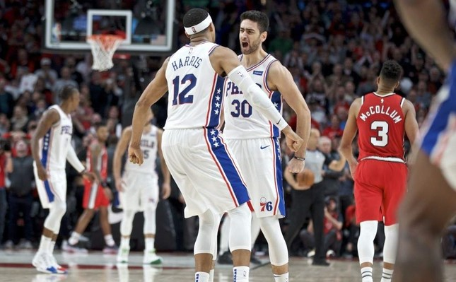 Philadelphia 76ers guard Furkan Korkmaz (R) and Philadelphia 76ers forward Tobias Harris react after Korkmaz's game-winning 3-pointer against Portland Trail Blazers in the NBA, Portland, Nov. 2, 2019. The 76ers won the game 129-128. (AP Photo)