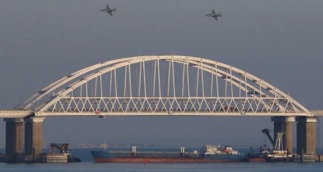У Керченского пролива загорелись 2 судна, 10 погибли