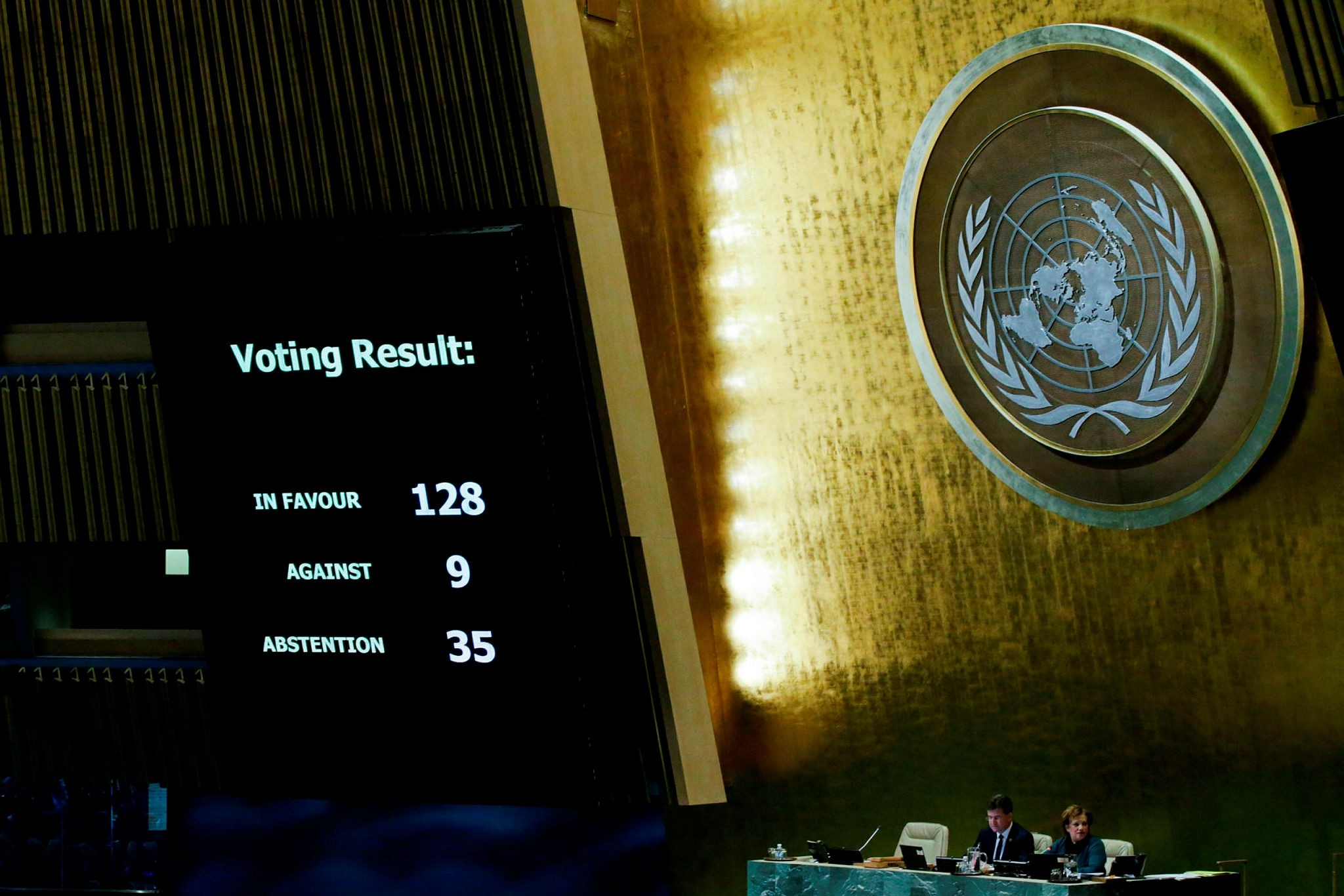 The results of the vote on Jerusalem are seen on a display board at the General Assembly hall, on December 21, 2017, at UN Headquarters in New York. (AFP Photo)