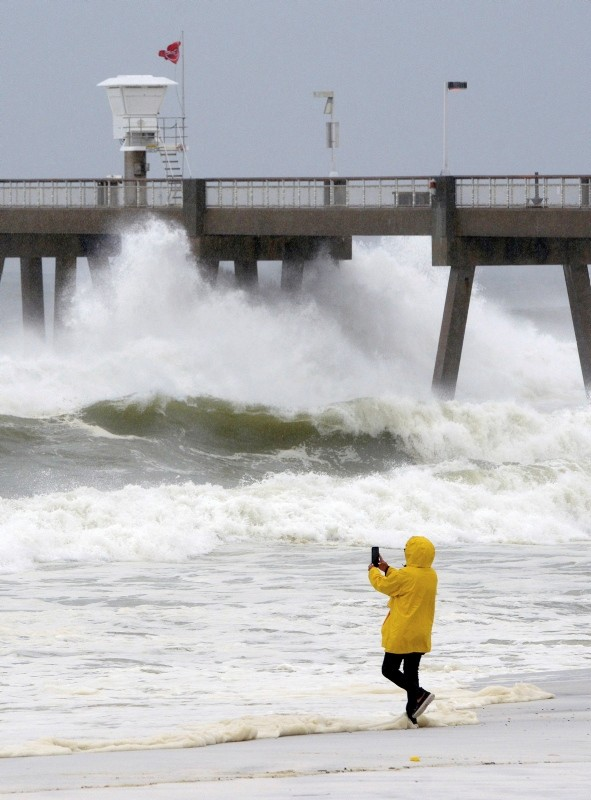 Strongest storm in decades, Michael batters US, makes landfall in Florida