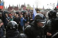 Bei Massenprotesten zum 65. Geburtstag von Präsident Wladimir Putin in Russland hat die Polizei mehr als 270 Menschen festgenommen, aber weniger hart durchgegriffen als früher.  Bei der...