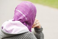 Wer Hidschab trägt, erfährt weniger Hilfsbereitschaft