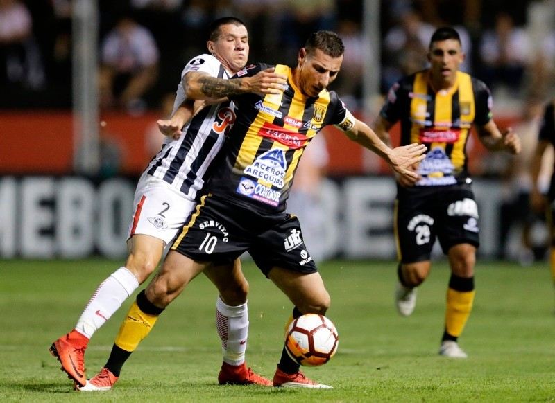 Midfielder Pablo Escobar, right, of Bolivia's The Strongest fights for the ball with defender Alan Benitez of Paraguay's Libertad during a Copa Libertadores soccer match, in Asuncion, Paraguay, Tuesday, April 3, 2018. (AP Photo)