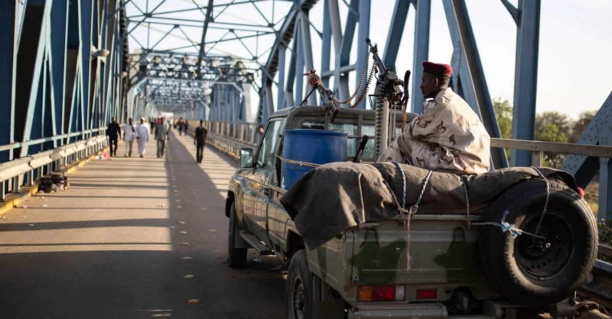 Rapid support forces guard the entrance of the  military headquarters during a sit-in protest outside in Khartoum, Sudan, Saturday, April 20, 2019 (AP Photo)