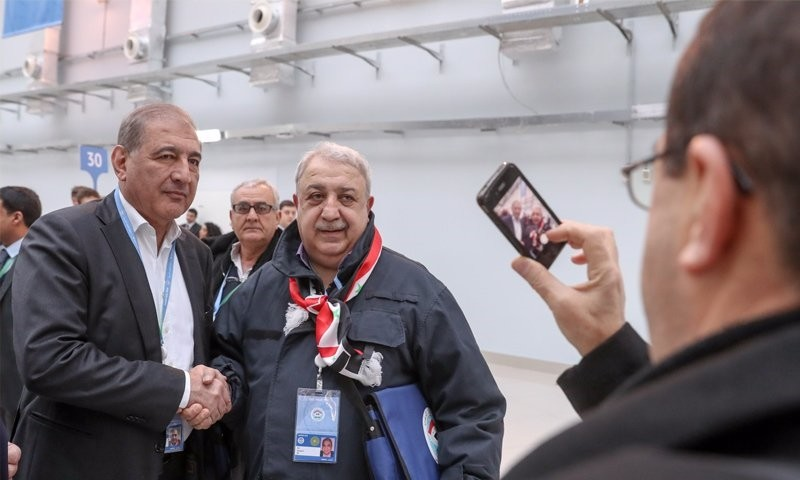 Mihrau00e7 Ural (R) shakes hands with Qadri Jamil, former Syrian Deputy PM, leader of regime-backed opposition Popular Front for Change and Liberation at the Syrian National Dialogue Congress in Sochi, Russia, Jan. 30 2018. (Image: Twitter/@leventkemal)