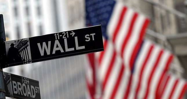 Wall Street closes mixed, indexes end May positive
