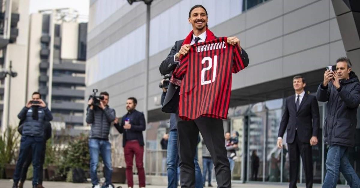 Zlatan Ibrahimovic shows an AC Milan scarf as he meets his fans outside the team headquarters, Milan, Jan. 3, 2020. (AP Photo)