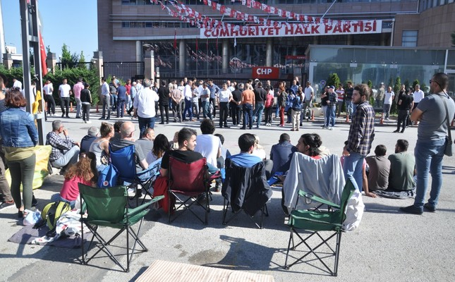 Following the elections, a group of CHP supporters gathered in front of the party's headquarters in Ankara to hold a sit-in protest against the party's Chairman Kemal Kılıçdaroğlu, calling for his resignation, June 6.