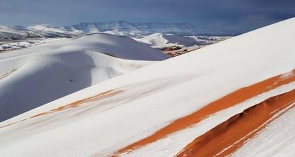 تعيش الجزائر منذ شهر ديسمبر/كانون الأول، اضطرابات جوية مصحوبة بهطول الأمطار الغزيرة وتساقط الثلوج التي تسببت في إغلاق عدد من الطرقات في شرق ووسط وغرب البلاد.  لكن العام الجديد، حمل معه