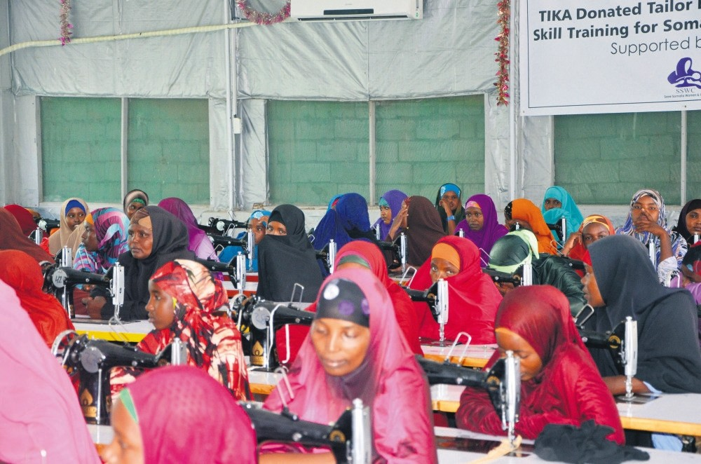 Somalian women attend a sewing lesson at a workshop furnished by Tu0130KA.