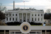 Man shoots himself to death outside White House