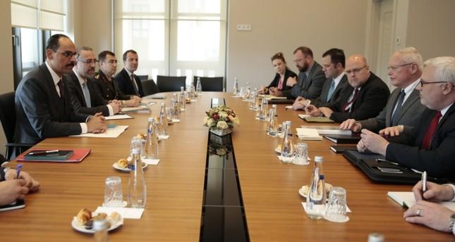 متحدث الرئاسة التركية يلتقي المبعوث الأمريكي الخاص إلى سوريا