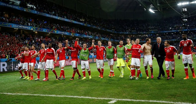 Players of Switzerland react after the UEFA EURO 2016 group A preliminary round match between Switzerland and France at Stade Pierre Mauroy in Lille Metropole, France, 19 June 2016. (EPA Photo)
