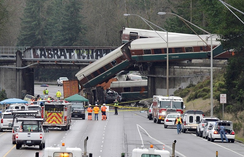 Rescue personnel and equipment are seen at the scene where an Amtrak passenger train derailed on a bridge over interstate highway I-5  in DuPont, Washington, U.S. Dec. 18, 2017. (Reuters Photo)
