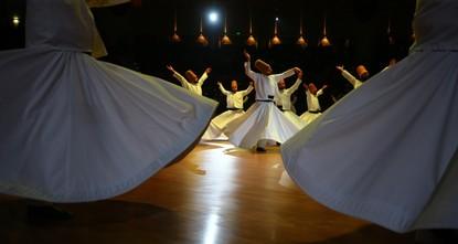 محبو مولانا الرومي يتدفقون على قونيا للمشاركة في احتفالية ذكرى وفاته