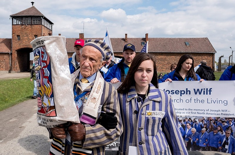 Former prisoner Edward Mosberg (L) and his granddaughter Jordana Karger (R) participate in the 26th u2018 March of the Living u2018 at the former Nazi concentration death camp Auschwitz II Birkenau in Oswiecim, Poland, 24 April 2017. (EPA Photo)