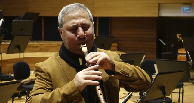 Master musician İlyas Mirzayev has prepared a concerto for balaban, also called a mey  for Samedov and the İzmir State Symphony Orchestra.