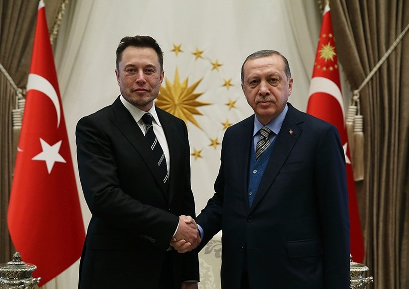 President Recep Tayyip Erdou011fan (right) shakes hands with Tesla CEO Elon Musk at the Presidential Complex in Ankara, Nov. 8, 2017 (AA Photo)
