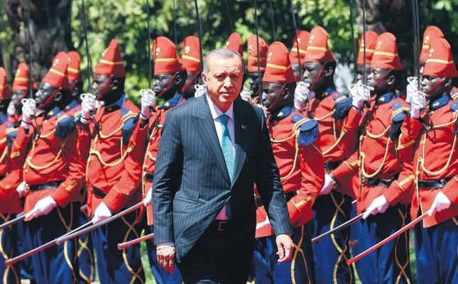 President Erdoğan at the Palace of the Republic in Dakar, Senegal, during an official ceremony where he was welcomed by Senegal's President Macky Sall, March 2.