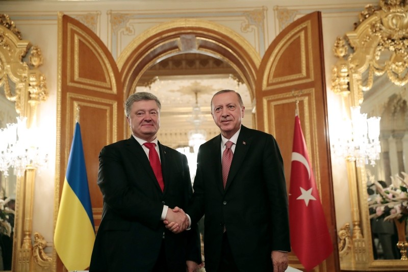 President Recep Tayyip Erdou011fan, right, meets with Ukrainian President Petro Poroshenko prior to their meeting in Istanbul, Saturday, Nov. 3, 2018. (Presidential Press Service)