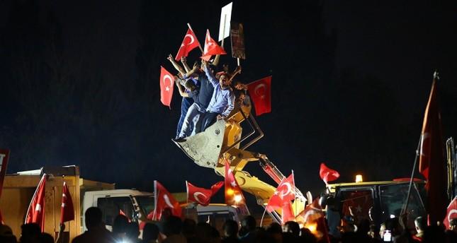 المواطنون الأتراك في الشوارع ليلة 15 يوليو رفضا للانقلاب الأناضول