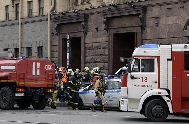 Emergency services personnel walk at the entrance to Technological Institute metro station in Saint Petersburg on April 3, 2017. (AFP Photo)