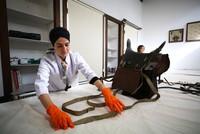 فريق تركي متخصص يبدأ بترميم سرج خيل السلطان عبد الحميد الثاني