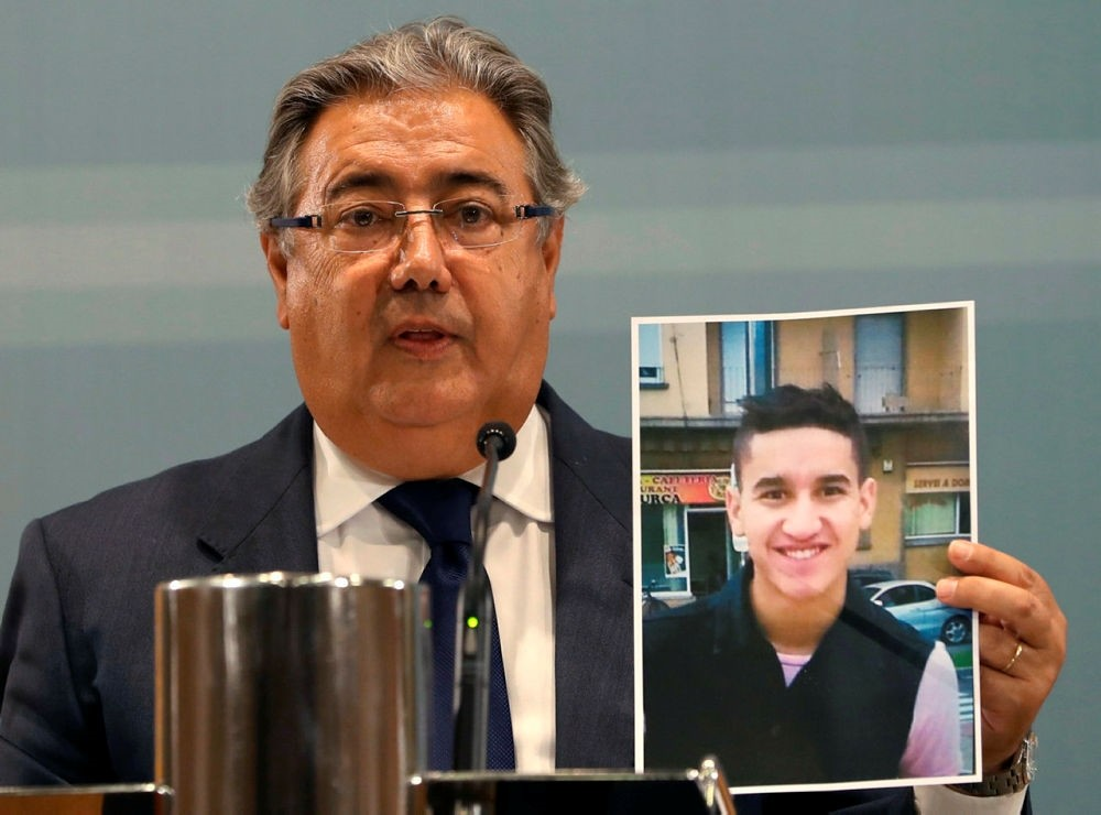 Spanish Minister of Interior, Juan Ignacio Zoido, shows a picture of alleged terrorist Younes Abouyaaqoub, identified as the driver of the van in the Barcelona massacre. (EPA Photo)