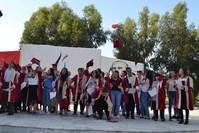 طلاب يحتفلون بتخرجهم من جامعة مانيسا (DHA)