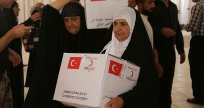 """pDer """"Türkische Rote Halbmond (Kızılay) setzt seine humanitäre Hilfe im Laufe des muslimischen Fastenmonats Ramadan fort und bringt den unter Not leidenden Menschen in der irakischen Stadt..."""