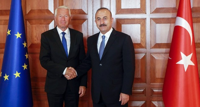Foreign Minister Mevlüt Çavuşoğlu (R) and Secretary General of the Council of Europe Thorbjorn Jagland pose as they shake hands prior to their meeting in Ankara August 3, 2016.emAFP PHOTO/em