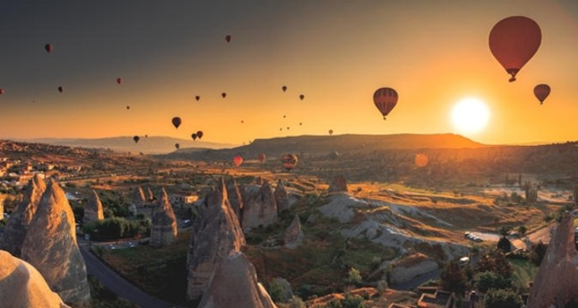 Breathtaking sunset in Cappadocia attracts over 1M tourists
