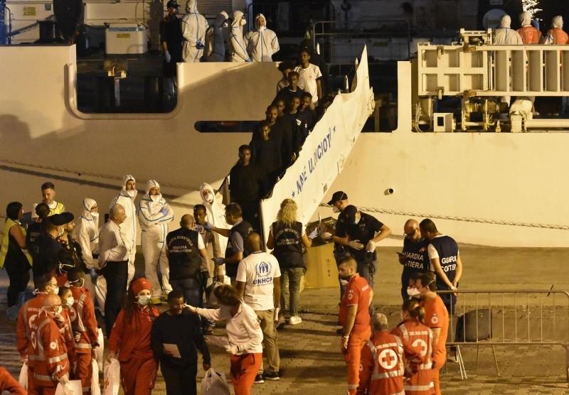 Migrants disembark from the Italian Coast Guard ship 'Diciotti' in the port of Catania, Italy, 26 August 2018. (EPA Photo)