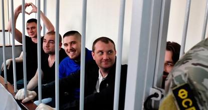 Суд Москвы продлил арест всем 24 украинским морякам
