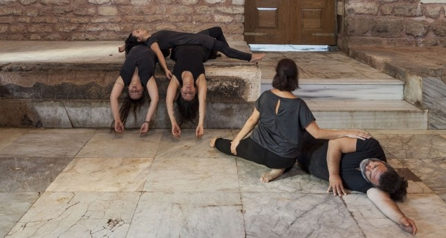 Tuğçe Tuna performs with eight dancers and focuses on kinesthetics, empathy, the accumulation of the body and invisible losses.