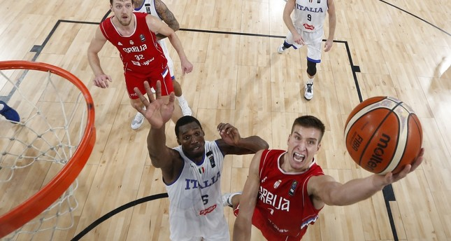 Serbia's Bogdan Bogdanovic (R), shoots past Italy's Paul Biligha (L), during their Eurobasket European Basketball Championship quarterfinal match in Istanbul, Wednesday.
