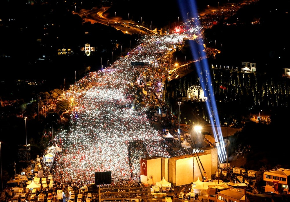 Thousands flock to July 15 Martyrs' Bridge in Istanbul