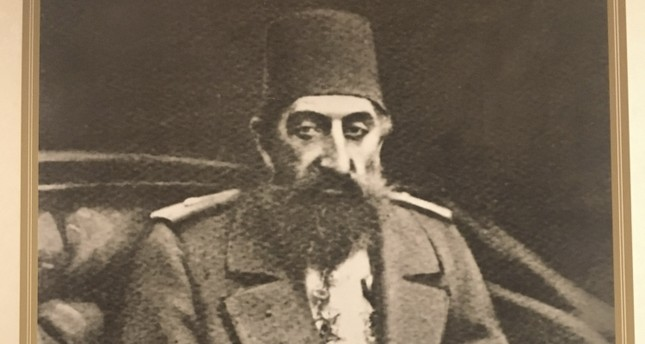 Zonaro painted Abdülhamid Han's portraits in three poses, one he presented to the sultan and he took the other one when he left Istanbul.