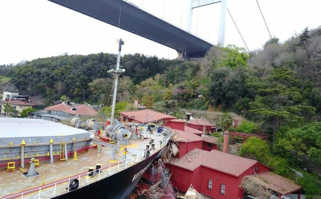 The Sierra Leone-flagged Majed and Randy, a 106-meter-long cargo vessel crashed into the 19th-century waterfront mansion in the Bosporus, raising questions and fuelling discussions on maritime safety, April 13, 2018. ?HA Photo