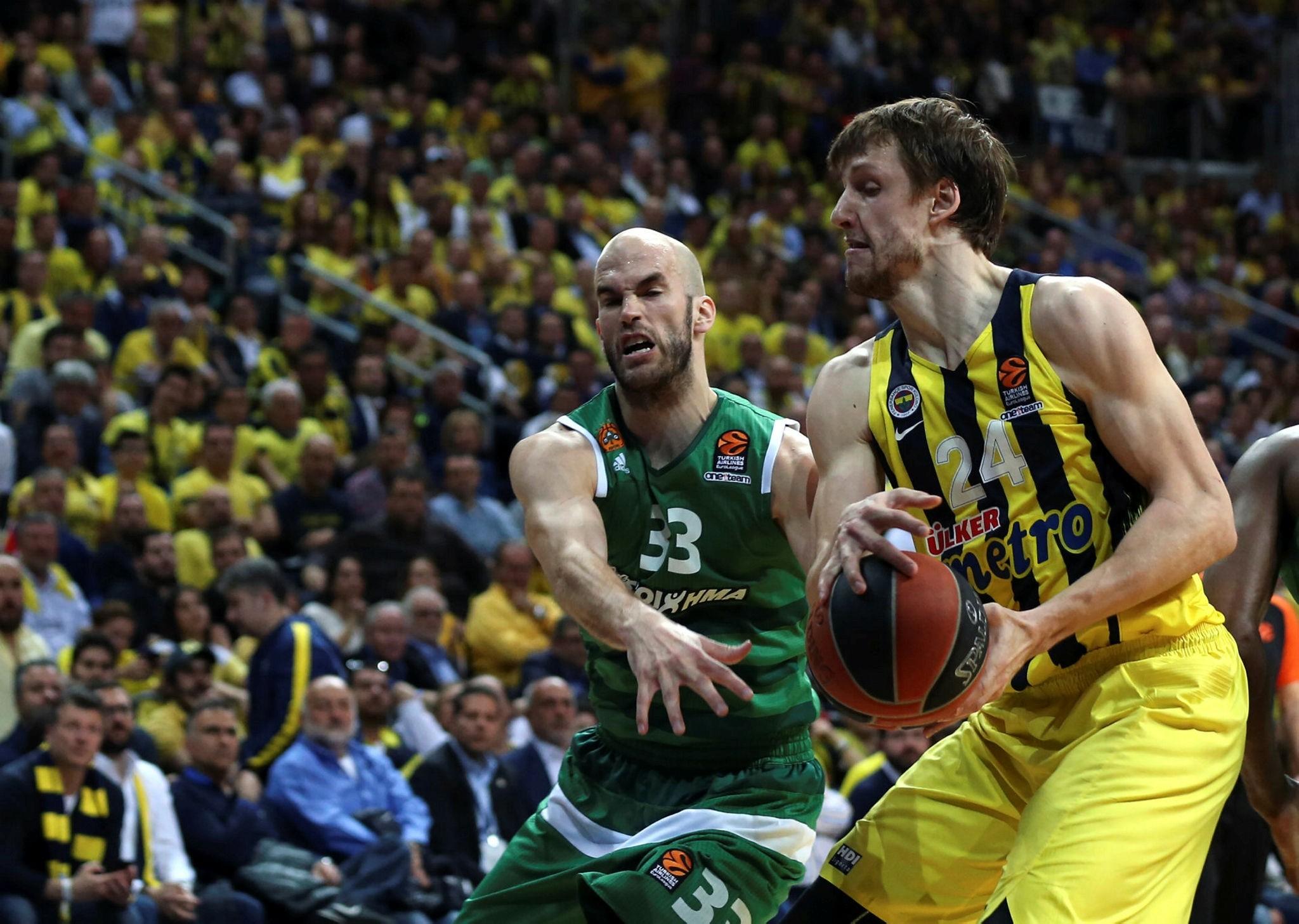 Fenerbahu00e7e's Jan Vesely (R) and Panathinaikos's Nick Calathes (AA Photo)