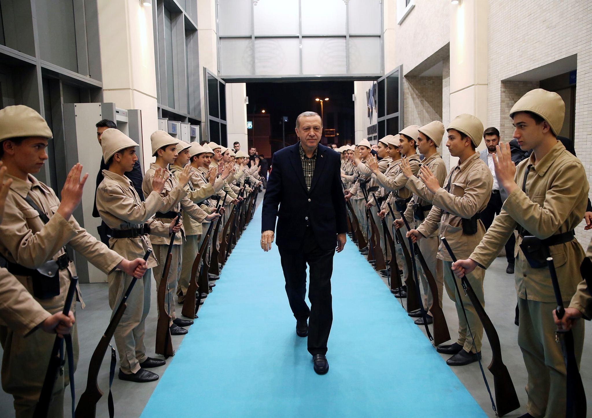 President Erdou011fan walks between young men dressed as Turkish soldiers who fought in World War I in Yahya Kemal Beyatlu0131 Cultural Center in Istanbul's Ku00fcu00e7u00fcku00e7ekmece district. (AA Photo)