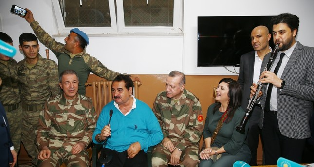 Chief of General Staff Gen. Akar (L), singer İbrahim Tatlıses (2-L), President Erdoğan (2-R) and clarinetist Serkan Çağrı (R), sing in a military barrack Hatay, April 1.
