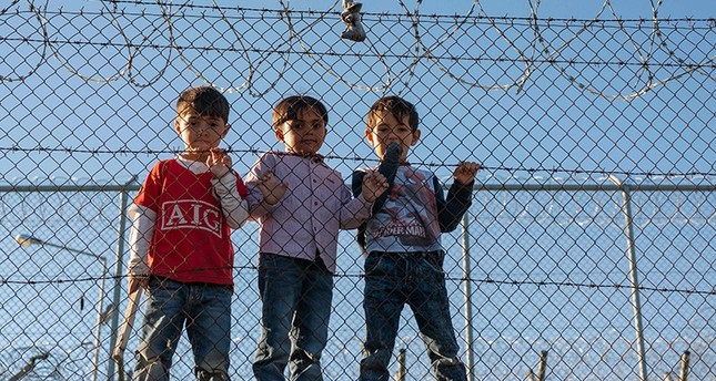 Children stand behind a fence inside the Moria refugee camp on Lesbos Island on Nov. 8, 2018. (AFP Photo)