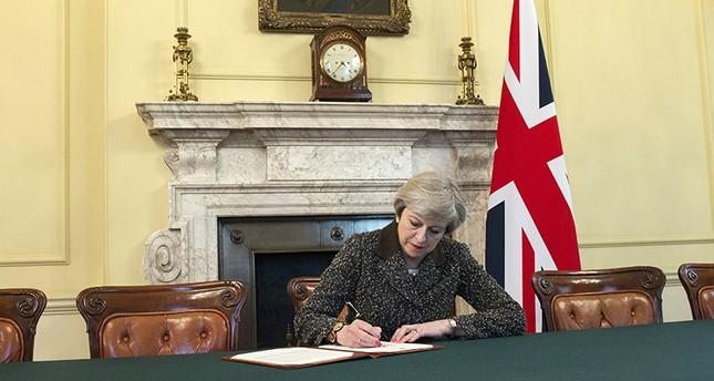 يوم تاريخي لبريطانيا.. لندن توقع وثيقة الخروج من الاتحاد الأوروبي