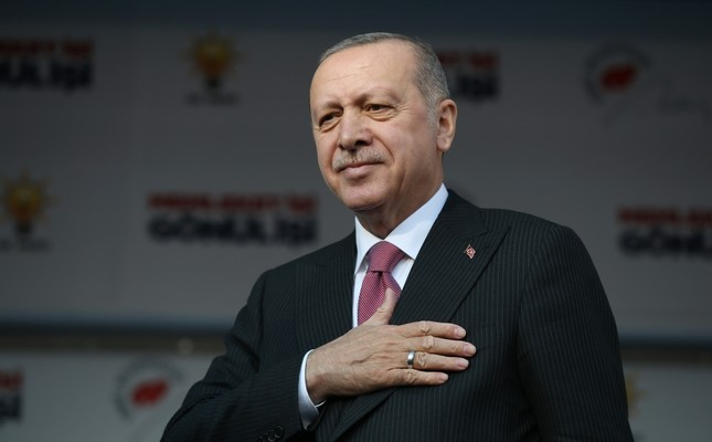 President Recep Tayyip Erdoğan gestures to a large audience at a rally in northern Tokat province, Feb. 25, 2019.