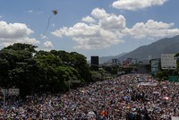Aus Protest gegen Staatschef Nicolás Maduro sind in Venezuela mehr als 200.000 Menschen auf die Straße gegangen.  Allein in der Hauptstadt Caracas versammelten sich nach Angaben der Opposition...