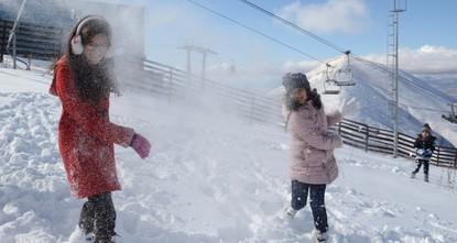 الثلوج تكسو أرضروم لأول مرة في تركيا هذا الشتاء